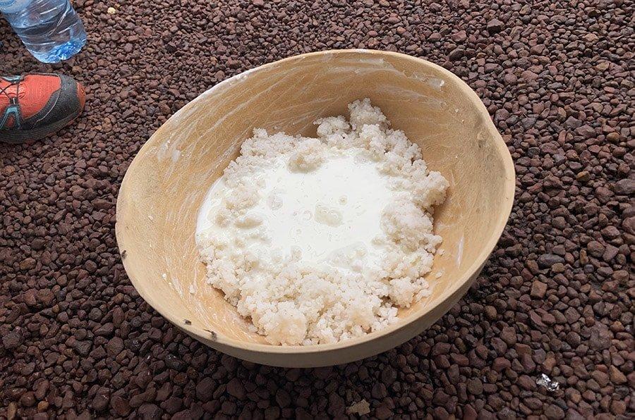 Arròs amb llet que ens van convidar per dinar en un poblat, a País Bassari