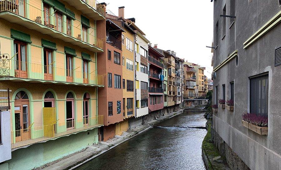 Visitant els encantadors carrers i riu Ter de Camprodón