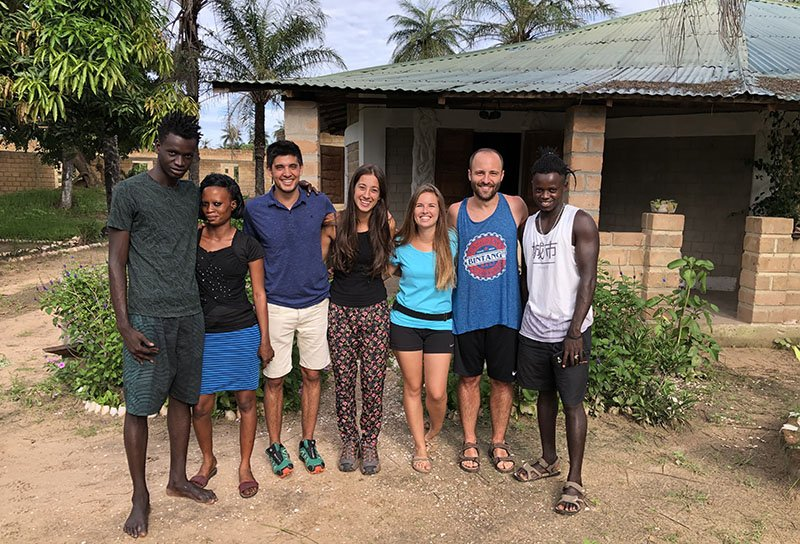 En família, a 'Tu Casa en África'